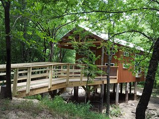 Tree house cabin/ Lincoln Lodge