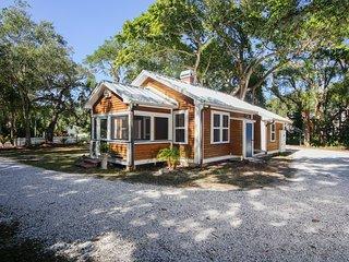 Sarasota Fl Romantic Cottage close to beaches, museums, restaurants