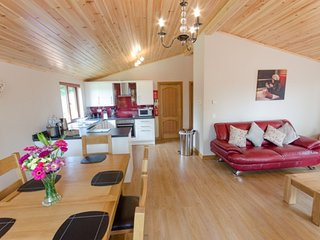 Laurel Lodge with Hot Tub, Newton Stewart