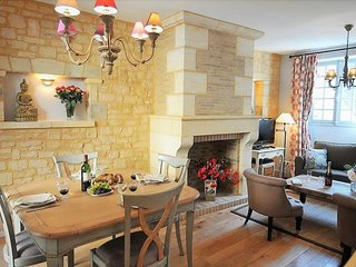 REMARKABLE DUPLEX WITH LARGE BALCONY IN THE HEART OF MEDIEVAL TOWN OF SARLAT