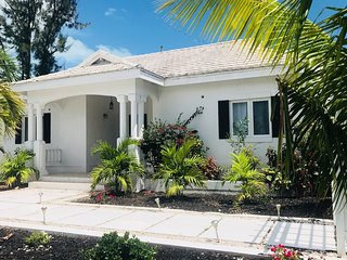 Tides Villa-Grace Bay Beach- 4BD-Private Pool