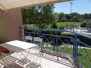 2 bedroom Apartment in Saint-Cyr-sur-Mer, Provence-Alpes-Côte d'Azur, France : r
