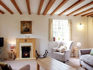 Queen Mary; dog friendly, Sudeley Castle - Sleeps 4, Free Entry to Sudeley Castl