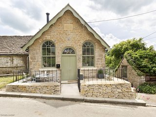 The Chapel, North Cerney, Cotswolds - Sleeps 4+2 adults in two bedrooms and two