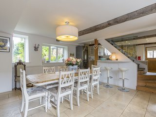 Horseshoe Cottage, Bourton-on-the-Hill, Cotswolds - Sleeps 8, Dog Friendly, Near