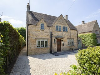 South Winds, Bourton-on-the-Water - Sleeps 7, Bourton-on-the-Water, Parking, Lar