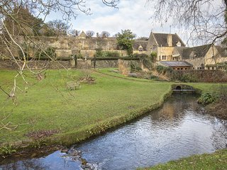 Stepping Stones, Cotswolds, Dog Friendly, Parking - Cotswolds, sleeps 4, dog fri