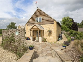 West Barn Cottage; Dog Friendly, Cotswolds - Sleeps 4+2, Dog Friendly, High Spee