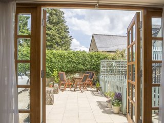 Teagles; Stow-on-the-Wold, Cotswolds - Sleeps 7, Walks on Doorstep, Parking for