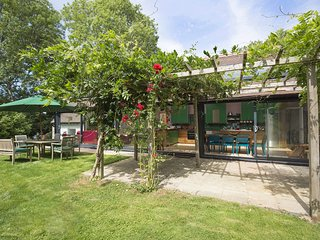 Brock Cottage; Kingham, Cotswolds - Sleeps 10 + 4, Walks and Cycling on your Doo