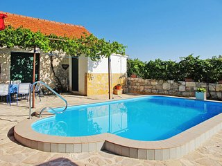 3 bedroom Apartment in Vadalj, Sibensko-Kninska Zupanija, Croatia : ref 5638346