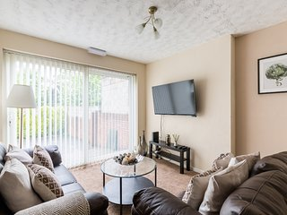 ☆ 4 Bedroom 4 Bathroom House ☆ Smethwick ☆ Parking