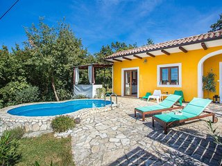 2 bedroom Villa with Pool, Air Con and WiFi - 5680999