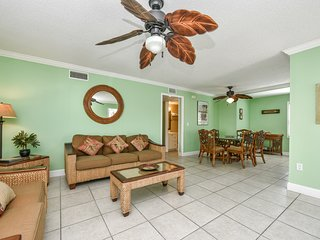 2 Bedroom/ 2 Bath Condo Steps from the Beach and Village!!-HummingBird C