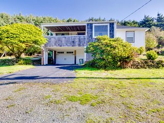 Charming home w/ covered porch & big yard - minutes from Short Beach