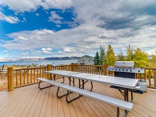 NEW LISTING! Rustic cabin with lake views and shared pool, hot tub, and tennis!