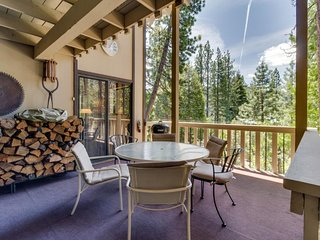 Quiet, woodsy Donner Lake retreat surrounded by forest near area attractions!