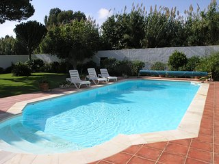 Estepona lovely villa private pool - 2 mins to beach -sleeps 4