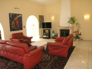 Estepona gem of a villa with private pool just 2 mins from the beach -sleeps 4