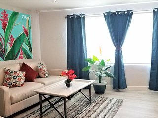 Heart of Downtown 5 min to Beach: Stunning Studio