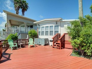 NEW LISTING! Bayfront home w/deck & shared pool, hot tub, gym, tennis, golf