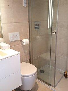 Baño del pasillo con ducha
