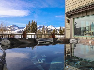 Alpine Villa. Spectacular Views. Hot Tub.