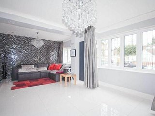Luxury House in Pinner, 30 min to Central London