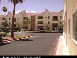 2BR 2BA sleeps 6 in LV