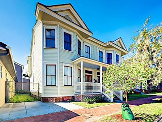 Beautifully Refinished 4BR in East Victorian District, Walk to Dining & Shops