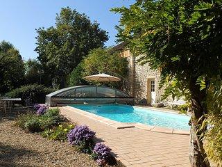 Le Plessis-Vannon, maison de charme avec piscine privée chauffée, espace de jeux