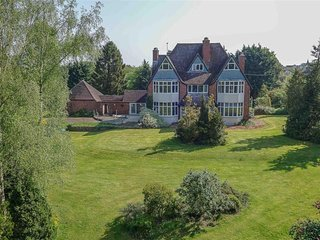 Old Rectory apartment with beautiful 4 acre parkland type gardens