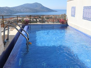 JADE AZURE LUXURY PENTHOUSE APARTMENT WITH OWN TERRACE, POOL AND SEA VIEWS