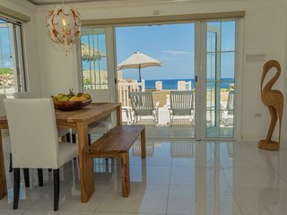 2BR/2BA | Free WiFi | Beach | Infinity Pool | Stunning Ocean View Townhouse