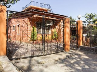 Well-furnished 3-BR bungalow, 3.5 km from Kune Falls