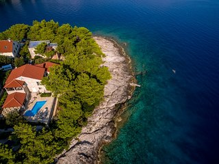 Seafront villa with pool for rent, Sumartin,  Brac