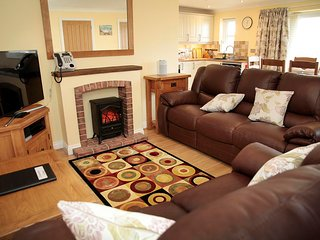 Wheelchair Friendly Clementine Cottage sleeps 6  CROFT ACRE - Port Eynon,Gower