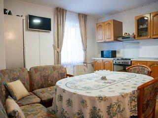 Cosy spacious 2 bedroom apartment
