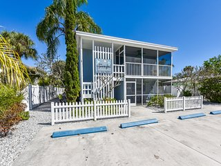1 Bedroom/ 1 Bath Just Steps from the Beach With pool Access!-HummingBird B