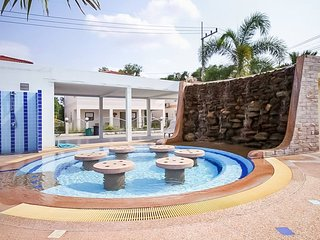 Newly renovated house with jacuzzies