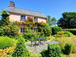 Pencoed - Charming farm cottage on the border of Snowdonia National Park WAD344