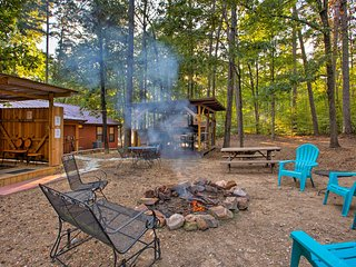 NEW! 'Stormy Ridge' Cabin w/Hot Tub in Broken Bow!