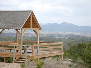 NEW! Quiet Utopia Cabin w/Deck & Walking Trails!