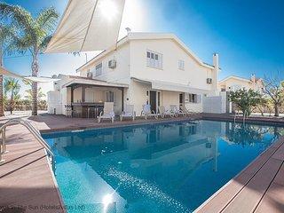 Celebrity Villa Laura26