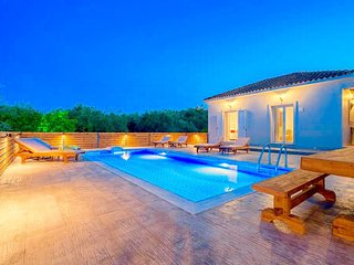 Villa Ftelia with private pool