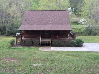 Creekside Mtn Log Cabin, PERFECT Family Vacation, World Class Fishing, Hiking!!!