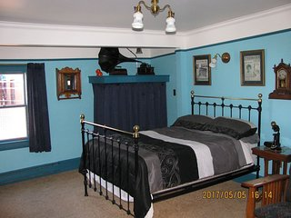 Gower Manor Victorian Guest House Traveler's Room