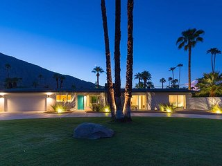 Desert Luxury; Private Relaxing Mini Estate w/Pool & Gorgeous Views.