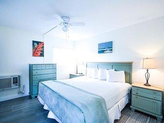 Beachy One Bedroom/ One Bath Just Steps from Siesta Key Beach!!-Minorga