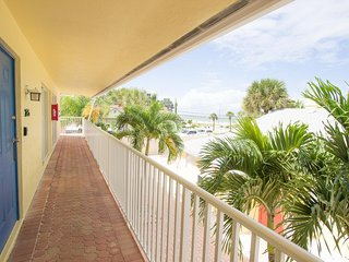 Beachy One Bedroom/ One Bath Just Steps from Siesta Key Beach!!-Minorga
